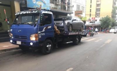 Corralón y multas para vehículos mal estacionados