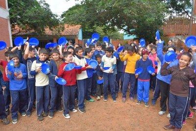 Niños piden almuerzo escolar en Villarrica