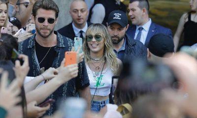 Miley Cyrus fue atacada por un fan en Barcelona