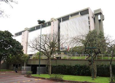 Misión a Brasilia para destrabar prohibición de envíos de reales