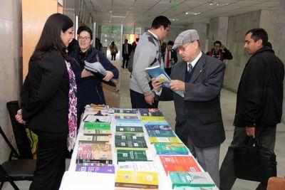 Feria de libros en el Palacio de Justicia de Asunción