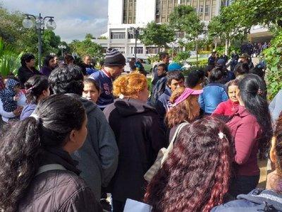 Bañadenses se manifiestan frente a la Municipalidad de Asunción