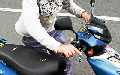 Inseguridad galopante: conocido delincuente roba moto a plena luz del día