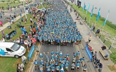 Miles de deportistas participan de corrida solidaria
