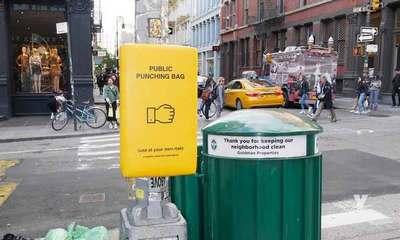 Colocan sacos de box para combatir el estrés en las calles de Nueva York