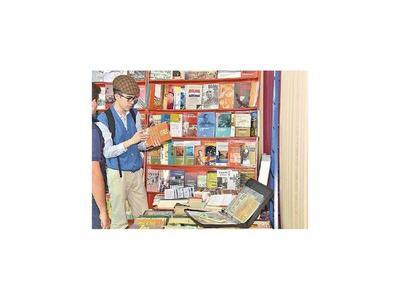 Lanzamientos y charlas se realizan en la Feria del Libro