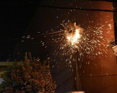 Incendio de cables causa susto en barrio capitalino