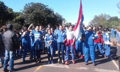 Cierran ruta para exigir rubros docentes en Santaní