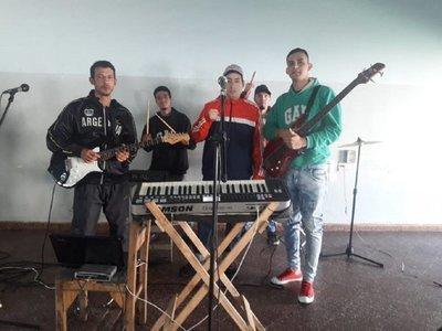Presos de Tacumbú encuentran alivio en la música