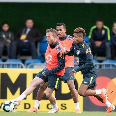 Brasil examina al primer rival de Paraguay