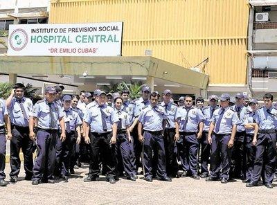 Policía y funcionarios custodiarán hospitales