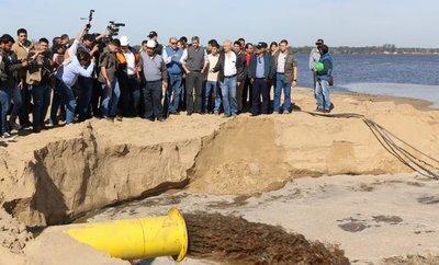 Presidente verificó trabajos en los muros de Pilar
