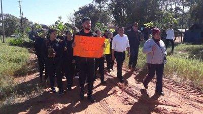 Planta árboles y debaten sobre daño ambiental en Lima