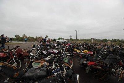 MOPC emplaza a dueños de vehículos abandonados en la Caminera