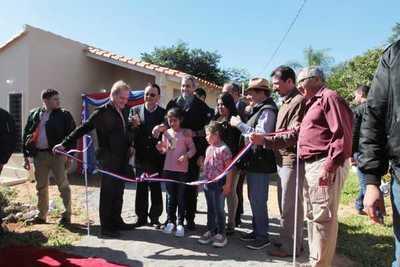Familias de Itauguá reciben viviendas sociales por parte del Gobierno