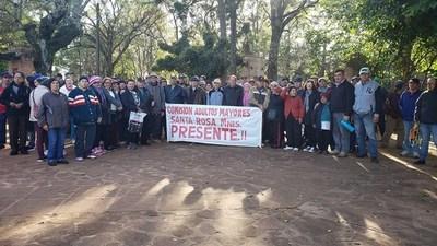 Adultos mayores se manifiestan en Santa Rosa
