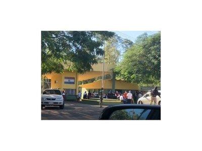 Seguidores de Ulises Quintana lo visitan en la cárcel de Viñas Cué