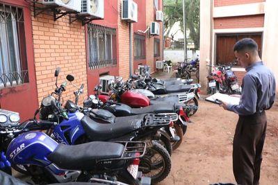 Piden retirar vehículos retenidos en corralón de Patrulla Caminera