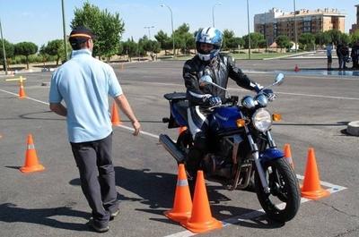 """HOY / Clases de conducción para motociclistas: formarán a instructores con """"linces"""" y Caminera"""