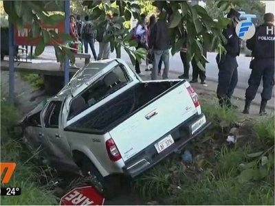 Camioneta del Ministerio de Salud embistió contra tres estudiantes y dejó una menor fallecida