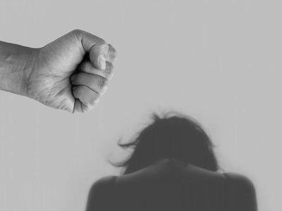 Denuncian brutal golpiza a persona transexual