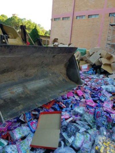 Destruyen productos falsificados confiscados en Puerto Pilar