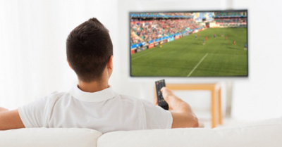 """""""Veo televisión hasta tarde para que no me pida nada mi señora"""""""