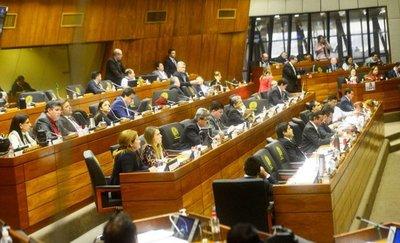 Mientras en Senado expulsan, en Diputados se abroquelan