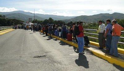 Principales pasos fronterizos entre Colombia y Venezuela reabren a peatones