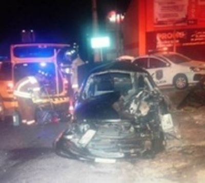 Conductor se salva de milagro tras caer de viaducto en Asunción