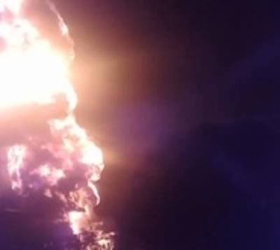 Villa Elisa: Depósito de combustible arde en llamas