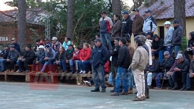 GRAL. DELGADO: COLEGIOS SE UNEN AL PEDIDO DE ASFALTO EN LA COMUNIDAD.