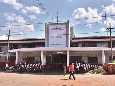 Filtran imágenes de una sospechosa descarga de paquetes  en Tacumbú