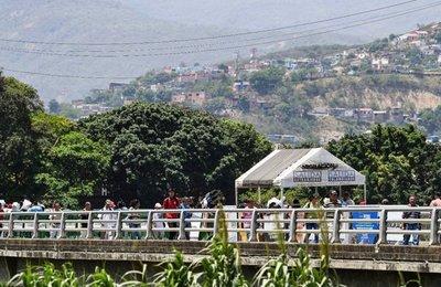 Venezolanos dejan su país en busca de alimentos
