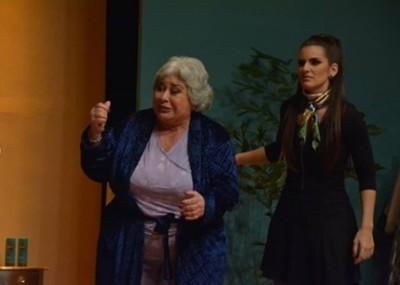 Más Funciones De Agua Clara En El Teatro Latino