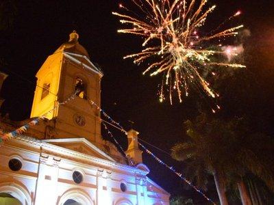 Villarrica celebra su fiesta patronal con procesión y fuegos artificiales