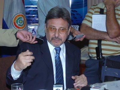 Constitucionalista Jorge Seall pasa por horas críticas tras sufrir ACV