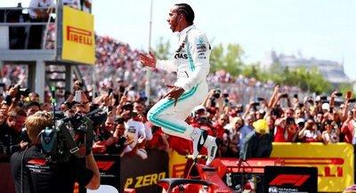 Hamilton gana, sanción a Vettel