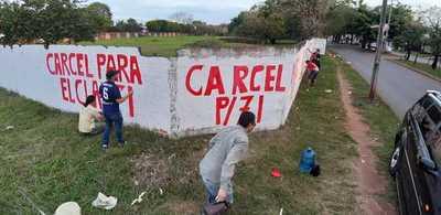 Con pintatas de muros, exigen cárcel para el clan ZI