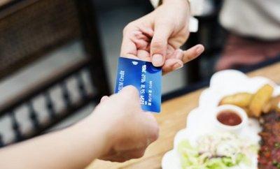 SEDECO anuncia sumarios y multas para restaurantes que rechazaron tarjetas