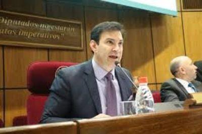 Bancadas buscan acuerdo a para que Blas Llano sea titular del Senado