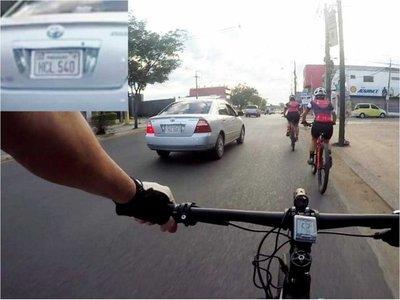 Buscan a automovilista que atropelló a una ciclista