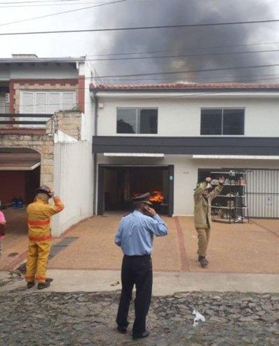 Incendio en local comercial de Asunción