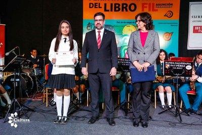 Estudiante de Villarrica ganó el concurso literario de colegios salesianos