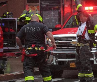 Helicóptero se estrella en un edificio de Manhattan