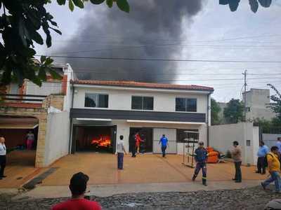 Incendio de grandes proporciones en zona de la municipalidad de Asunción