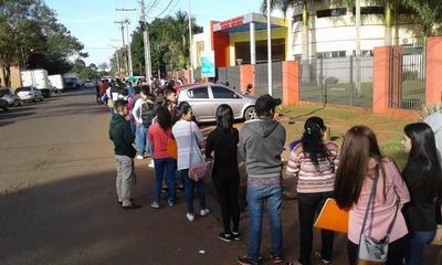 Feria de empleo atrae a centenas de interesados