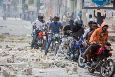 La capital de Haití se paraliza tras violentas manifestaciones