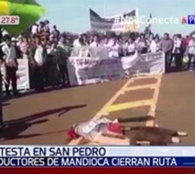 Productores se manifiestan y queman Judas kái de Mario Abdo
