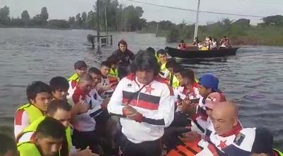 En canoa para jugar la Copa